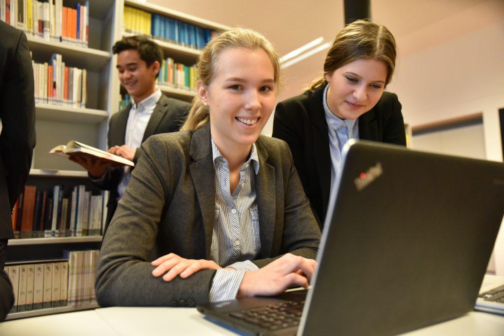 herta-firnbergschulen-bibliothek-dsc_1141