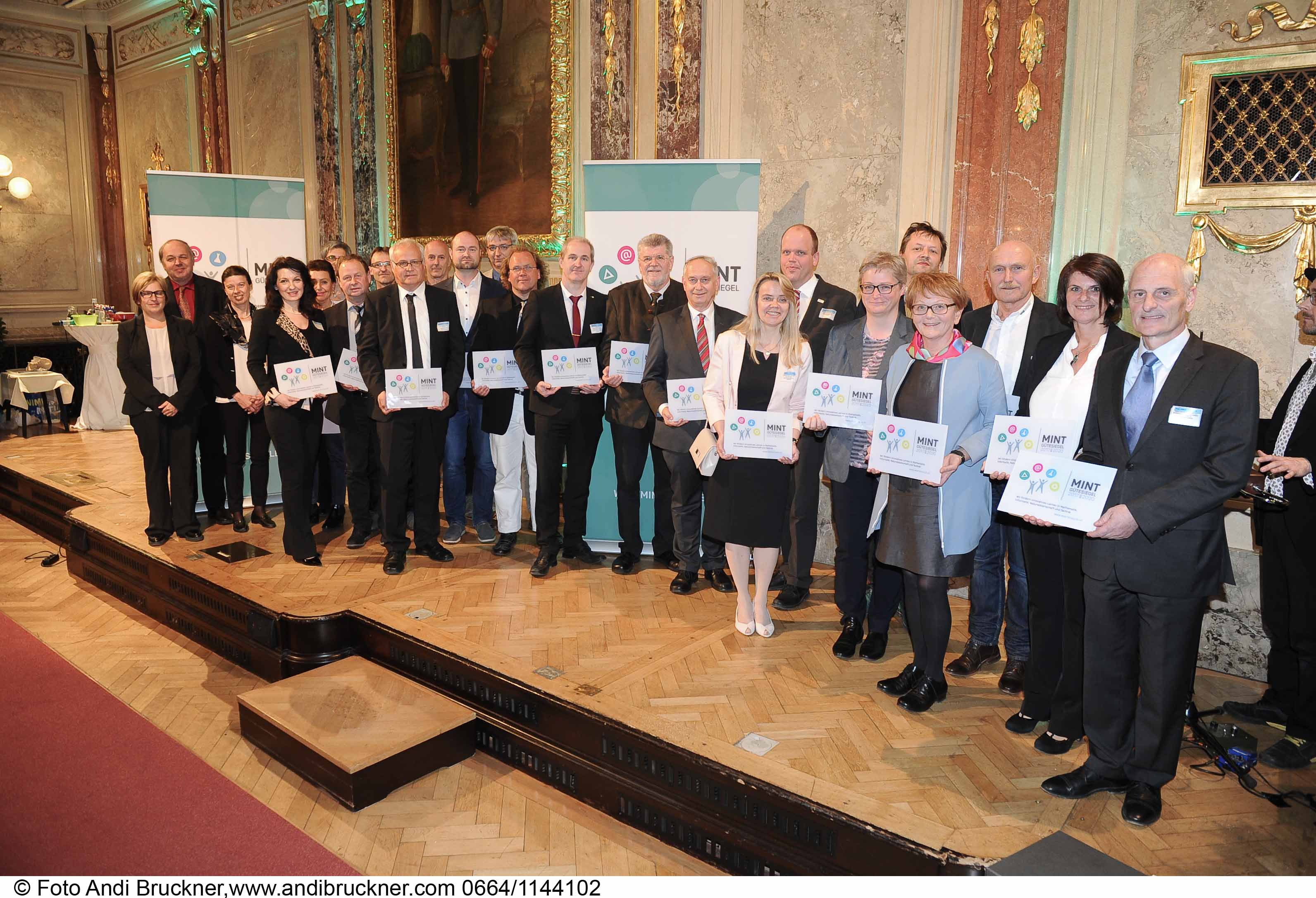 Hertha Firnbergschulen mit dem MINT-Gütesiegel ausgezeichnet