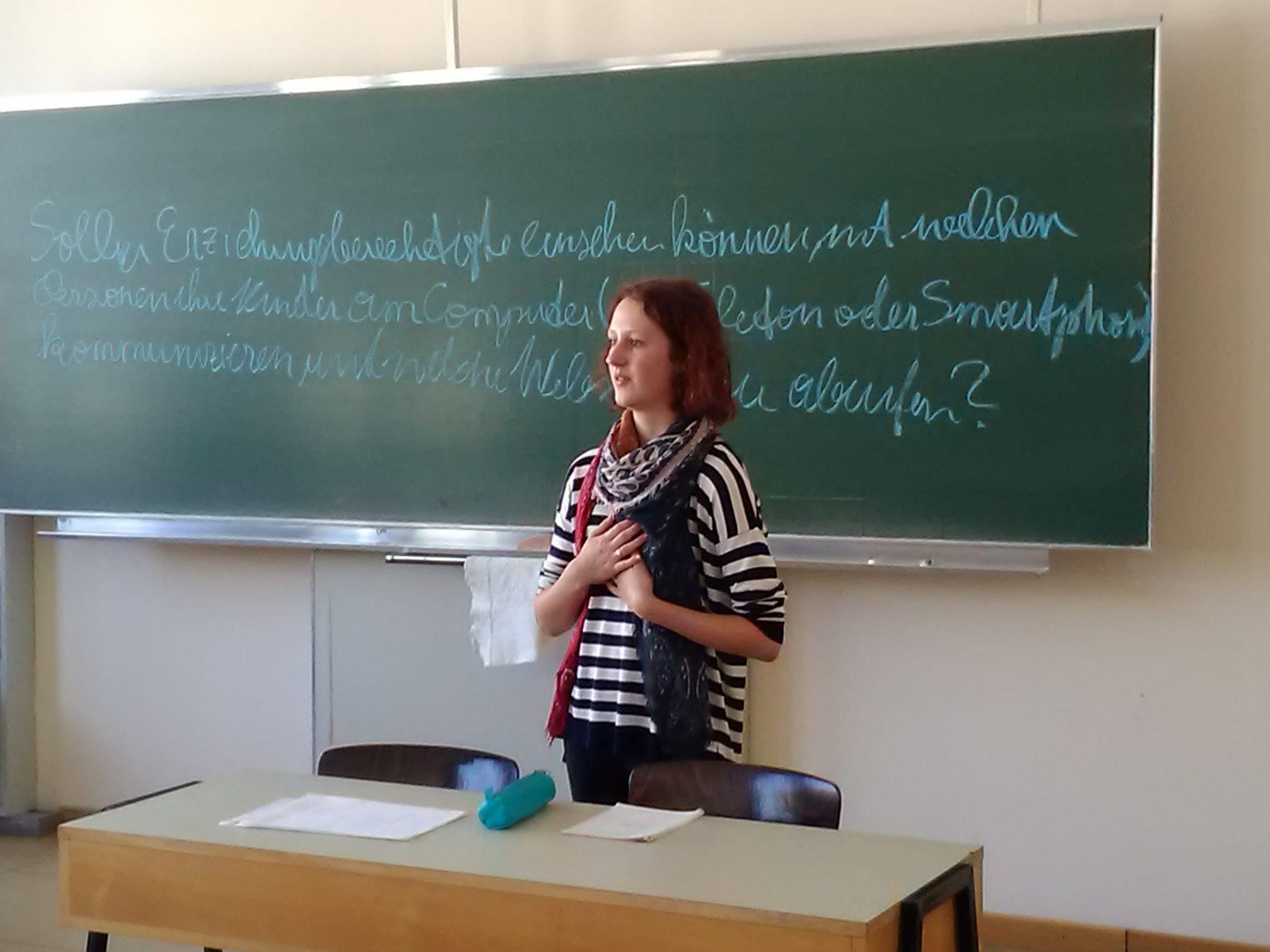 Der Debattierclub der Hertha Firnberg Schulen am Debattiertag an der AK-Wien