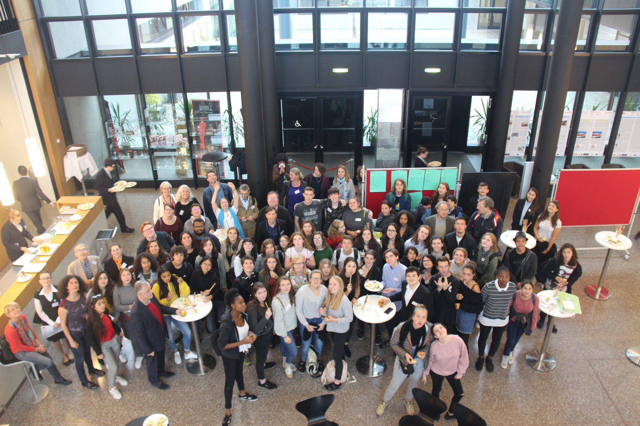 """Internationales Jugendprojekt """"Relais de la Mémoire Juniors"""" zu Gast an den Hertha Firnberg Schulen"""