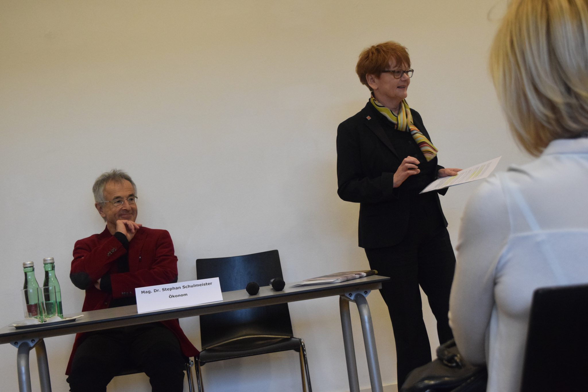 Dr. Stephan Schulmeister, ein Star der österreichischen Ökonomen an den Hertha Firnbergschulen