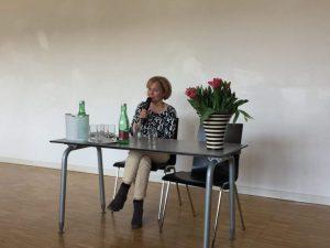 Menschenrechte im Spannungsfeld von kultureller und religiöser Identität: Susanne Wiesinger zu Gast an den Hertha Firnberg Schulen