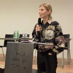 Die Philosophin Lisz Hirn zu Gast an den Hertha Firnberg Schulen